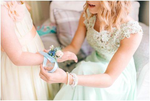 Stone barn wedding Cheltenham 0020(pp w480 h322)