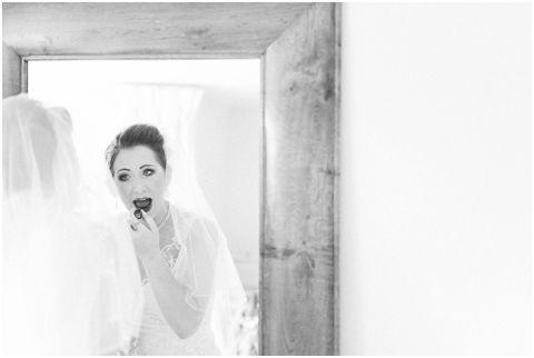 Stone barn wedding Cheltenham 0024(pp w480 h322)