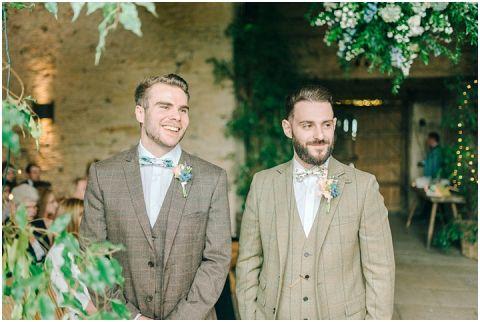 Stone barn wedding Cheltenham 0036(pp w480 h322)