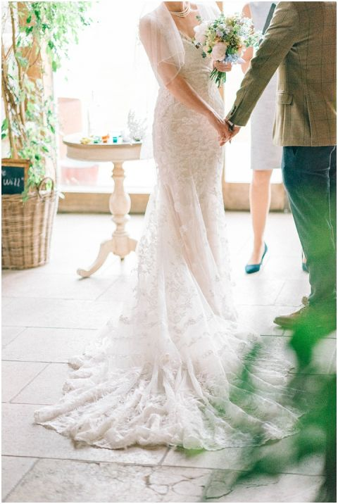 Stone barn wedding Cheltenham 0041(pp w480 h716)