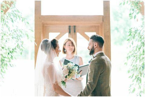 Stone barn wedding Cheltenham 0043(pp w480 h322)