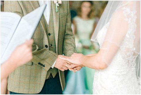 Stone barn wedding Cheltenham 0047(pp w480 h322)