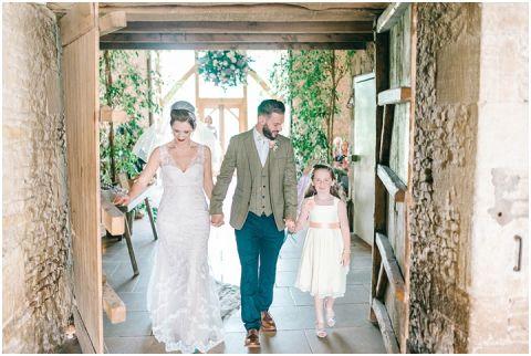 Stone barn wedding Cheltenham 0056(pp w480 h322)