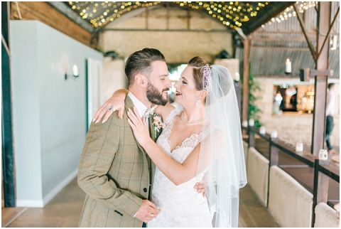 Stone barn wedding Cheltenham 0057(pp w480 h322)