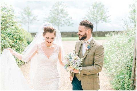 Stone barn wedding Cheltenham 0083(pp w480 h322)