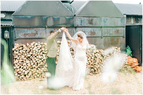 Stone barn wedding Cheltenham 0086(pp w480 h322)