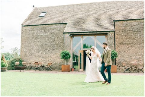 Stone barn wedding Cheltenham 0088(pp w480 h322)
