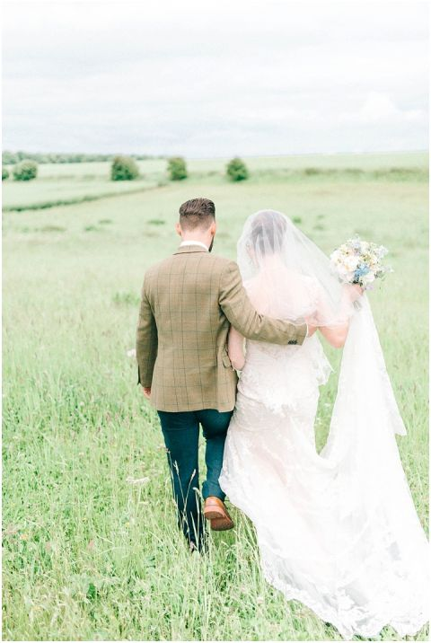 Stone barn wedding Cheltenham 0089(pp w480 h716)