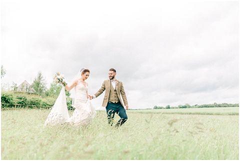 Stone barn wedding Cheltenham 0090(pp w480 h322)