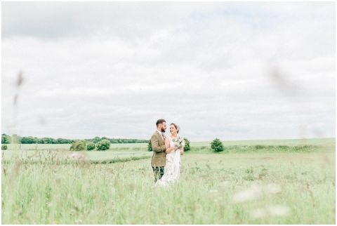 Stone barn wedding Cheltenham 0099(pp w480 h322)
