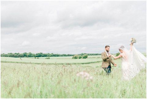 Stone barn wedding Cheltenham 0102(pp w480 h322)