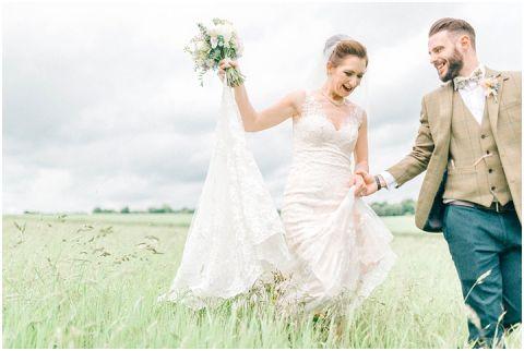 Stone barn wedding Cheltenham 0106(pp w480 h322)