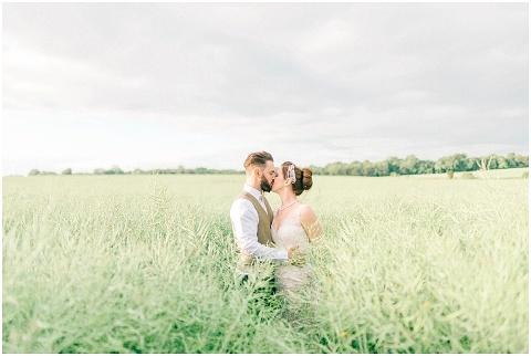 Stone barn wedding Cheltenham 0204(pp w480 h322)