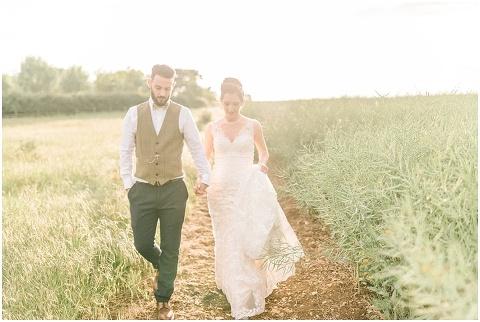Stone barn wedding Cheltenham 0206(pp w480 h322)