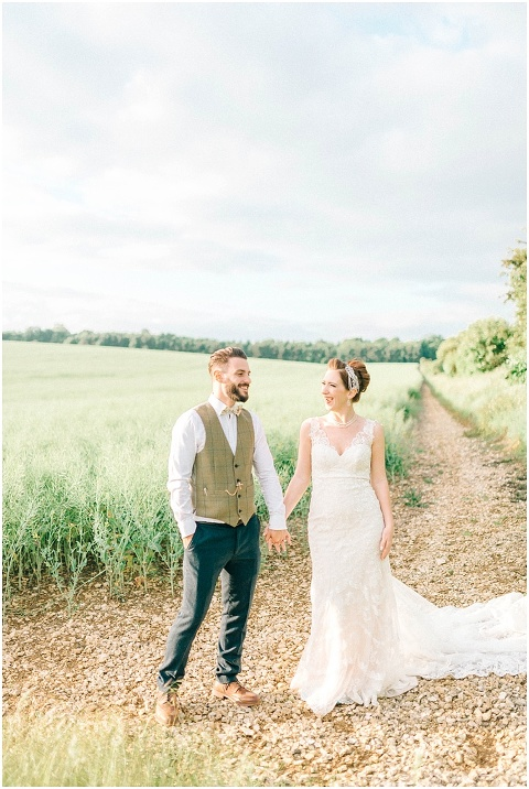 Stone barn wedding Cheltenham 0215(pp w480 h716)
