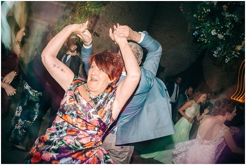 Stone barn wedding Cheltenham 0234(pp w480 h322)