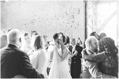 Stone barn wedding Cheltenham 0237(pp w480 h322)