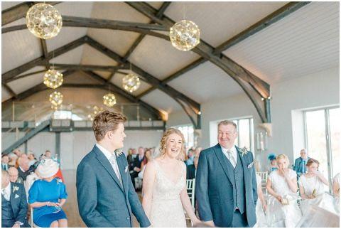 Yorkshire Wedding Barn Wedding photographer 034(pp w480 h322)