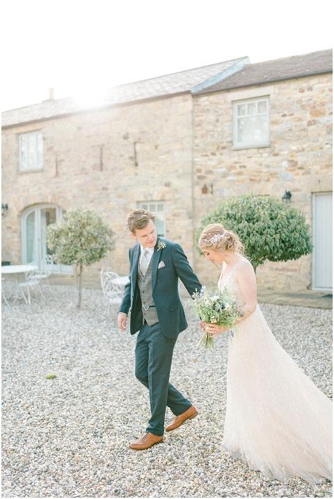 Yorkshire Wedding Barn Wedding photographer 097(pp w480 h716)