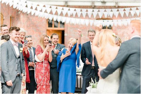 Best Bright Natural Wedding Photographer 127(pp w480 h321)