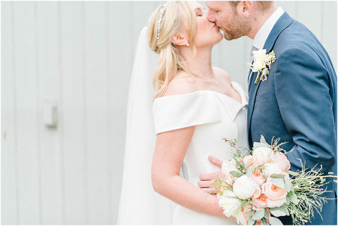 Best Bright Natural Wedding Photographer 165(pp w480 h321)
