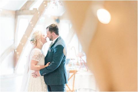Best Bright Natural Wedding Photographer 186(pp w480 h321)