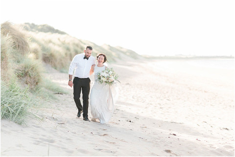 Best Bright Natural Wedding Photographer 270(pp w480 h321)