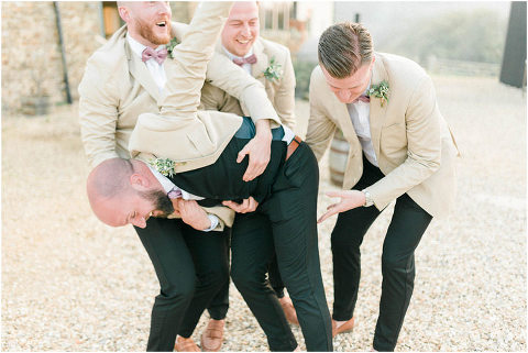 Best Bright Natural Wedding Photographer 277(pp w480 h321)