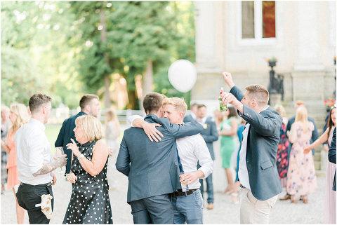 Best Bright Natural Wedding Photographer 285(pp w480 h321)