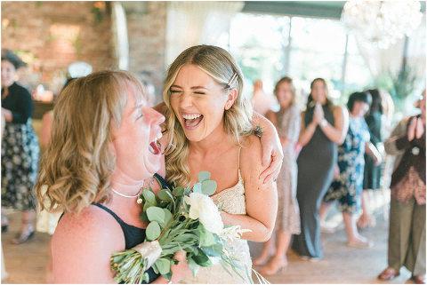 Best Bright Natural Wedding Photographer 289(pp w480 h321)