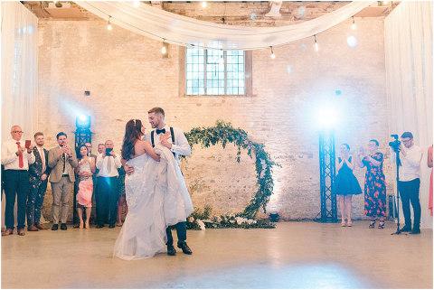Best Bright Natural Wedding Photographer 309(pp w480 h321)