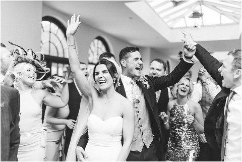 Best Bright Natural Wedding Photographer 316(pp w480 h321)