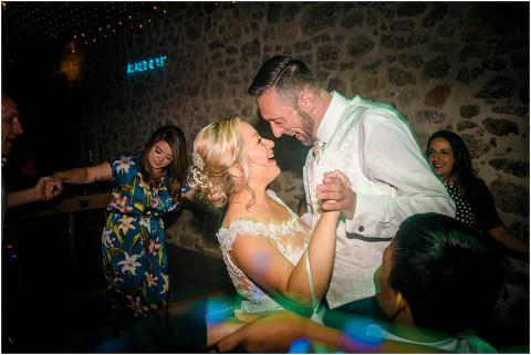 Best Bright Natural Wedding Photographer 320(pp w480 h321)